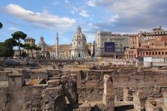 Roma, It?lia - setembro 1,2017: Coluna triunfal bonita de Trajan?s no dia ensolarado imagem de stock royalty free