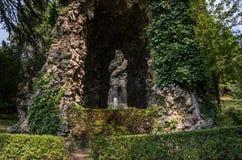 ROMA, ITALIA - AGOSTO DE 2018: Fuentes históricas antiguas en el chalet D 'Este en Tivoli, Italia fotografía de archivo