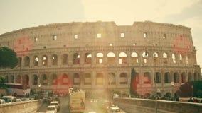 Roma, Italia - 31 de diciembre de 2018 Amphitheatre famoso de Colosseum o del coliseo en un día soleado almacen de metraje de vídeo