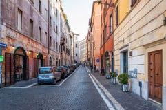 Roma, Italia - 25 de diciembre de 2017 - calle estrecha en la parte central o imágenes de archivo libres de regalías