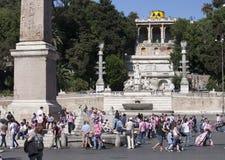 ROMA, ITALIA 29 DE MAIO: Uma multidão de turistas no ½ do ¿ de Praça del Popolï o 29 de maio de 2011 em Roma, Itália Imagem de Stock