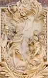 ROMA, ITALIA - 10 DE MARZO DE 2016: El alivio de St Bartholomew el apóstol en la iglesia Basilica di San Marco de Giovanni Le Dou Imágenes de archivo libres de regalías