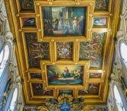 ROMA, ITALIA 10 DE OCTUBRE DE 2017: El techo interior del Basi Imagenes de archivo