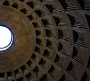 ROMA, ITALIA 12 DE OUTUBRO DE 2017: Vista acima na abóbada do panteão Imagens de Stock