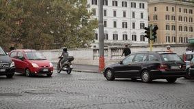 ROMA, ITALIA - 15 DE SEPTIEMBRE DE 2015: Camino en Roma almacen de metraje de vídeo