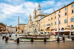 Roma, Italia, el 26 de abril de 2017 Fuente de Neptuno en el extremo norte del cuadrado /Piazza Navona/de Navona en Roma, Italia Imagen de archivo