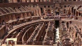 ROMA - ITALIA, el 29 de junio de 2017: población dentro de Colosseum almacen de metraje de vídeo