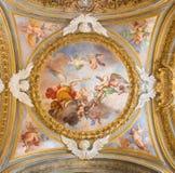 ROMA, ITALIA, 2016: El fresco simbólico de ángeles con la corona y la guitarra en la cúpula lateral en los di Santa Maria del Ort Fotos de archivo libres de regalías