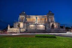 Roma, Italia en la oscuridad Altar de Patria del della de Altare de la patria imagen de archivo