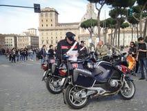 Roma, Italia, guardia de Policmen - Carabinieri Imágenes de archivo libres de regalías
