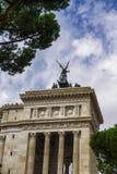 Roma, Italia ha traversato la statua volando della dea Victoria sopra il monumento di Patria di della di Altare Fotografia Stock Libera da Diritti