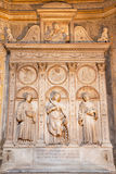 ROMA, ITALIA - 9 MARZO 2016: L'altare di marmo della cappella della Costa in Di Santa Maria del Popolo della basilica della chies Immagine Stock