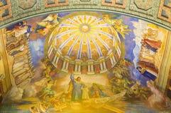 ROMA, ITALIA - 10 MARZO 2016: Lo St Joseph il patrono dell'affresco del soffitto della chiesa & del x28 universali; 1957-1965& x2 Fotografia Stock