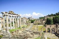 Roma, Italia, ruinas de los foros imperiales de Roma antigua Templ imagen de archivo