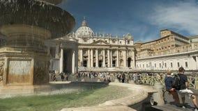 ROMA, ITALIA SEPTIEMBRE, 6, 2016: la mañana tiró de una fuente en San Pedro, Ciudad del Vaticano almacen de video