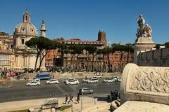 ROMA ITALIEN, APRIL 11, 2016: För kolonn och Santa Maria för Trajan ` s di Arkivfoton