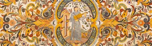 ROMA, ITÁLIA: Mosaico floral de pedra com o St Francis no jogo no violino para os pássaros em di Santa Maria da basílica Foto de Stock