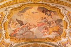 Roma - l'affresco del soffitto degli angeli con lo Spirito Santo da comincia di 17 centesimo in Di Santa Maria di Chiesa della ch Immagine Stock