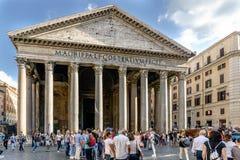 Roma, Lazio, Itália 25 de julho de 2017: Fachada principal da entrada ao th fotos de stock