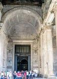 Roma, Lazio, Itália 25 de julho de 2017: Porta da entrada principal à ROM fotos de stock