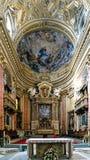 Roma, Lazio, Italia 25 de julio de 2017: Altar principal del ch católico Fotografía de archivo libre de regalías
