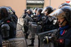 Roma, It?lia - 23 de mar?o de 2017: NENHUMA demonstra??o do protesto do EURO imagens de stock