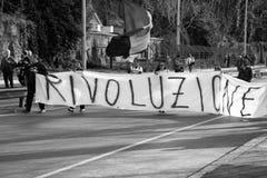 Roma, It?lia - 23 de mar?o de 2017: NENHUMA demonstra??o do protesto do EURO foto de stock royalty free