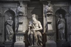 Roma, Moses de Miguel Ángel en la tumba de papa Julio II en Sai imagen de archivo