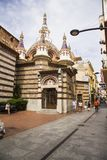 Roma nel centro urbano sviluppato nello stile gotico Chiesa di parrocchia sulla costa di Costa Brava immagine stock