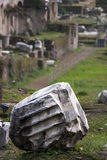 Roma, o fórum romano Ruína velha coluna Fotos de Stock Royalty Free