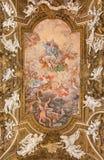 Roma - o fresco Triumph do teto do Virgin em di Santa Maria della Vittoria de Chiesa da igreja Imagens de Stock