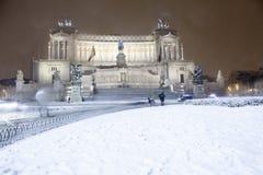 Roma: Piazza Venezia, l'altare della patria con neve Fotografia Stock