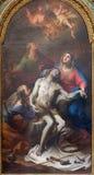 Roma - a pintura do Pieta no degli Spanoli de Santissima Trinita do della de Chiesa da igreja por Casali Imagem de Stock