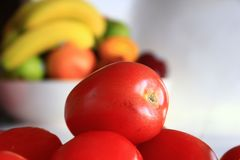Roma Tomatoes dans une cuisine photographie stock