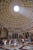 Roma - turistas no panteão Foto de Stock
