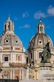 Roma ulicy widok Kopuły stara architektura w Włochy Obrazy Stock