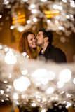 Romaans Kerstmisseizoen - paar in straat stock foto