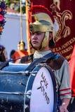 Romain avec le tambour dans le cortège prêté, Antigua, Guatemala Image libre de droits