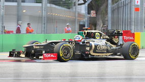 Romain Grosjean racing in F1 Singapore Grand Prix Stock Photo