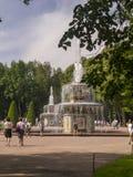 Romains喷泉在Peterhof宫殿,圣彼德堡公园  免版税库存照片