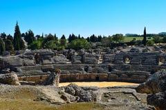 Roman Amphitheatre antigo fora de Sevilha fotos de stock