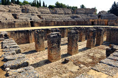 Roman Amphitheatre de Italica, a Andaluzia, Espanha Foto de Stock