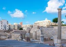 Roman Amphitheatre e as ruínas em Alexandria fotos de stock royalty free