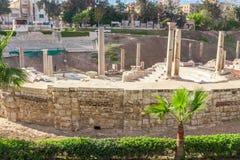 Roman Amphitheatre en de ruïnes in Alexandrië Stock Foto