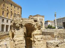 Roman Amphitheatre no quadrado de Santo Oronzo da praça Lecce, Itália fotografia de stock