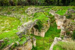Roman amphitheatre van Syracuse, ruïnes in Archeologisch park, Sicilië royalty-vrije stock foto's