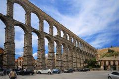 Roman Aqueduct av Segovia, en av denbevarade högstämda Roman Aqueducts och är ett symbol av Seg Arkivfoton