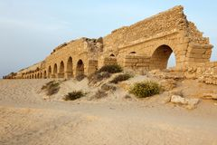 Roman aqueduct in Ceasarea Royalty Free Stock Photography