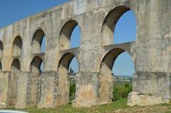 Roman Aqueduct de Amoreira reconstruiu entre o 16o e os séculos XVII em Elvas Natureza, arquitetura, história, rua imagem de stock royalty free