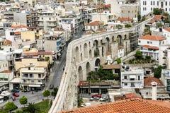 Roman Aqueduct na cidade de Kavala, Grécia fotos de stock
